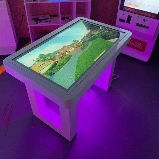 touch screen, event screen hire, event stand hire, touch screen advertising screen